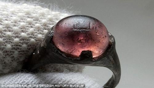batu akik bertuliskan Allah dalam bahasa arab