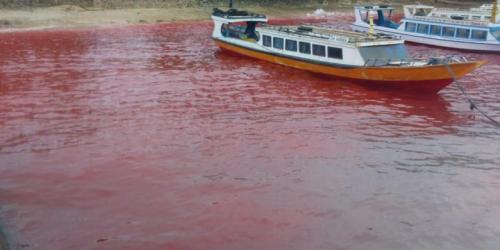 air laut pulau ai banda maluku berubah jadi darah